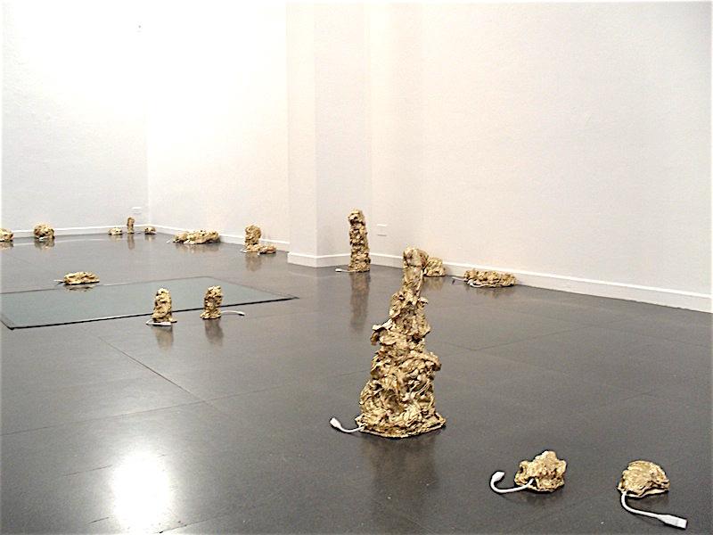 Salvatore Falci, 2009, Abbastanza bene ma..., Installazione fondazione Mudima, Milano, (con Simona Barzaghi)