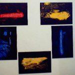 Salvatore Falci, 2003, Dai Parliamone, a Muro, Galleria Aliceealtrilavoriincorso, Roma, nov.2003. Ogni tavoletta, sotto la vernice, contiene la scritta di uno dei trenta Diritti Umani, per scratching, i commensali visualizzano parte delle scritte.