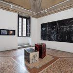 Salvatore Falci, 2019, INSTALLATIONVIEW_CONWITH_CD, Casse e Pavimento Smerigliatura, Galleria Casoli De Luca, Roma