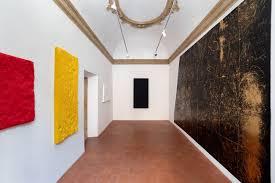 Salvatore Falci, 2019, INSTALLATIONVIEW_CONWITH_CD, Letti e Pavimento Oro Liceo Lorezo Lotto, Galleria Casoli De Luca, Roma
